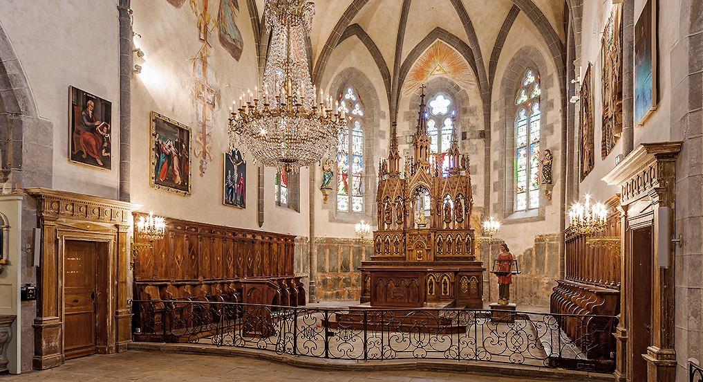Eglise Salers mobilier liturgique